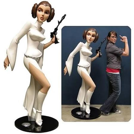 star_wars_animated_life_size_princess_leia_monument.jpg