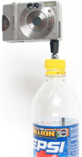 _diy_bottle_cap_tripod_mounted_on_pop_bottle