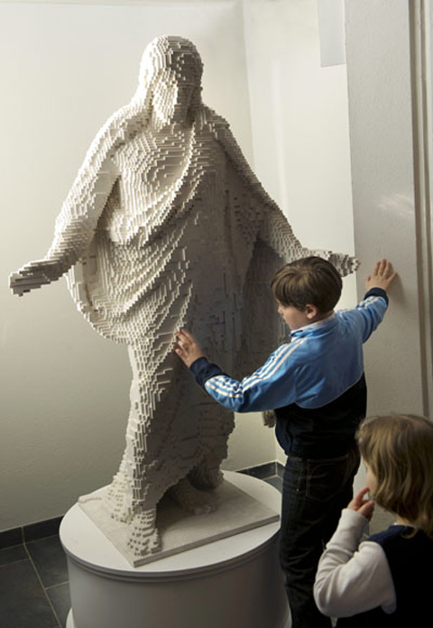 lego-statue-of-jesus2