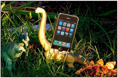 dinosaur-iphone-dock