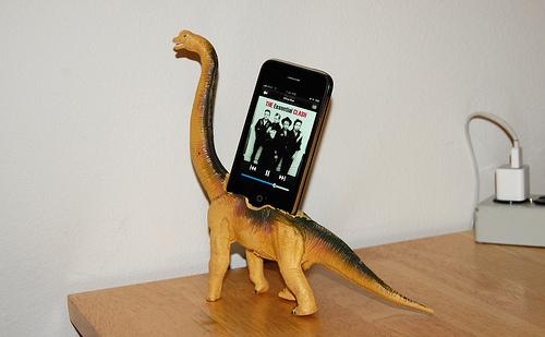 dinosaur-iphone-dock2