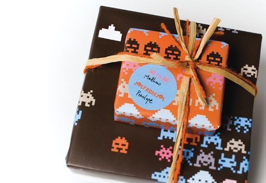 space-invaders-wrapping-paper