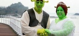 Couple Gets Married Dressed As Shrek and Fiona