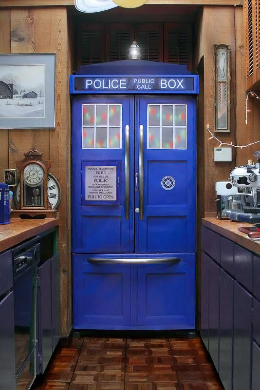 Doctor-Who-TARDIS-Fridge-Kit