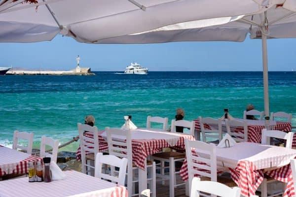 Dining boat