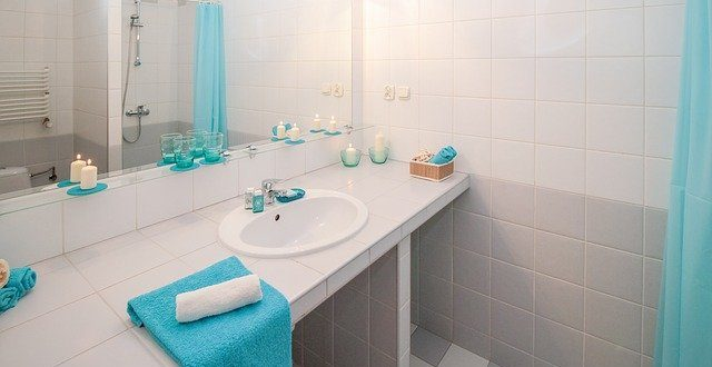 3 Simple Ways to Make Your Bathroom Look Bigger and Better