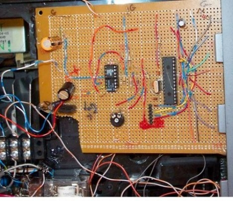 _microchip_PIC_based_guitar_tuner_and_preamp_1.jpg_1.jpe